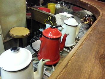 ネルドリップでじっくり抽出。そのコーヒーへのこだわりは、2013年の春にこちらを訪れた「ブルーボトルコーヒー」のCEO、ジェームス・フリーマン氏も絶賛するほど。