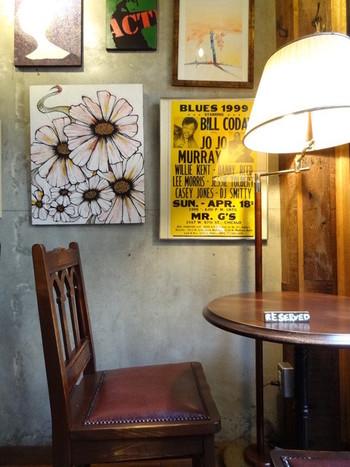 月光荘という店名の由来が与謝野晶子が創業者に詠んだ歌というエピソードもあることから、100年前の文化人が集まったサロンを彷彿させる空間となっています。また、絵画教室などのカルチャースクールもここで行われているそうです。