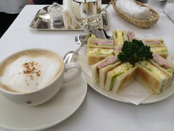 サンドイッチやキッシュなどの軽食も用意されています。サンドイッチは、野菜、卵、ミックスなどがあり、好みでトーストしてくれます。