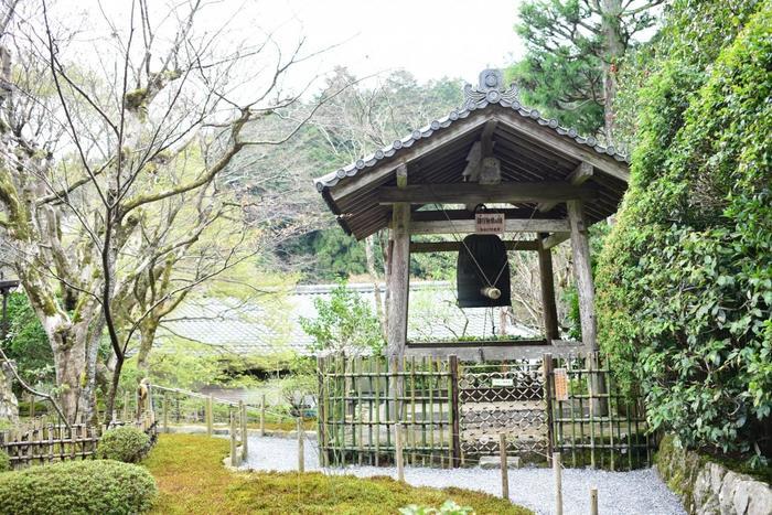 【江戸時代に建立された鐘楼に懸けられた「諸行無常の鐘」】