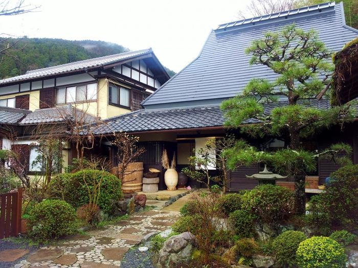 「志野 松門」は、大原で大評判のぽん酢・ドレッシングの専門店「志野」がオープンした食事処です。