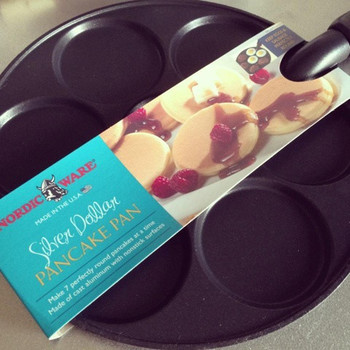 一度に7枚のミニパンケーキが焼ける便利なフライパン。目玉焼きをきれいな丸型にしたり、お弁当用のミニお好み焼きを作ったりと、アイディア次第で用途もいっぱい!