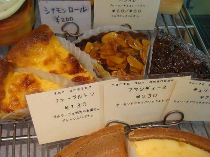「ファーブルトン」「アマンディーヌ」などはじめて聞くようなものも。いずれもフランスの家庭で食べられているお菓子です。