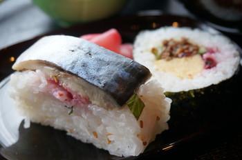 【画像は、「三千院の里」の人気定食の鯖寿司。】