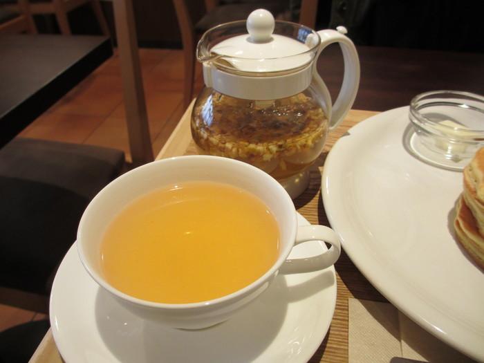ハーブティー専門店だけにお茶の種類はとにかく豊富。日本茶ベース、紅茶ベースのものなどほかではなかなか見かけない珍しいブレンドのお茶も。妊娠中の方も安心して飲めるブレンドも数種類揃えられています。