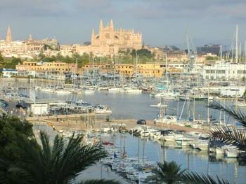 パルマは地中海クルーズの大きなクルージング船も寄航する大きな都市です。