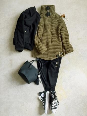日本人に合う色といえば、ボルドーや黒などをイメージしますが、モスグリーンもとってもよく似合う色なんです。