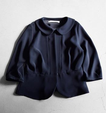 スーツやジャケットに使われる色でもあるし、日本人の肌との相性も良く、今ではファッションに欠かせない定番カラーですね。