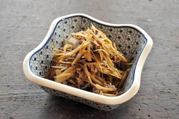 食物繊維が豊富なごぼうと牛肉を、和のお味で仕上げた一品。ごぼうが柔らかくなるまでしっかり煮込むので、お弁当にも入れやすいという嬉しいメリットが。