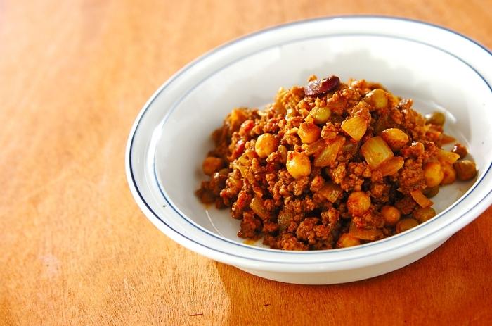 お肉とお豆をカレー味に仕上げれば、お子様も喜ぶ常備菜に早変わり。辛さを自分で調節できるので、子供のお弁当用には甘口、自分で食べるときは辛口など変えるのもいいですね。