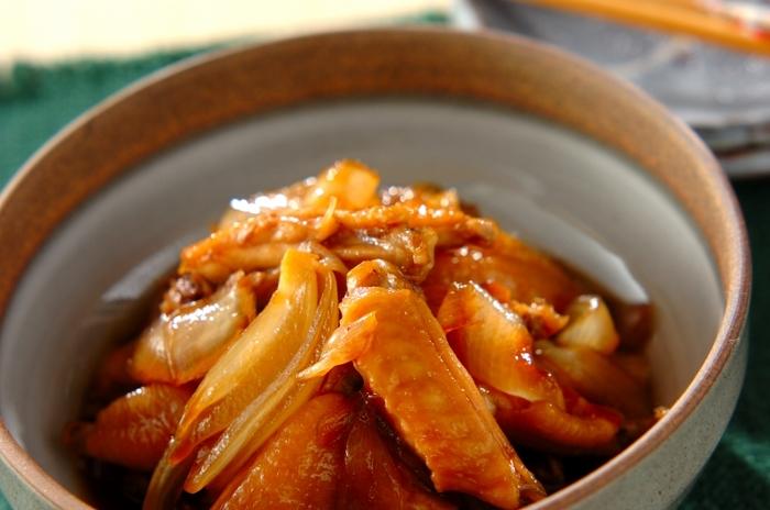 材料が鶏肉と玉ねぎだけなので、いつでも簡単に作れるのがいいですね。この2つの食材を切ったらあとはお鍋で煮るだけなので、メインを作る片手間で完成します。