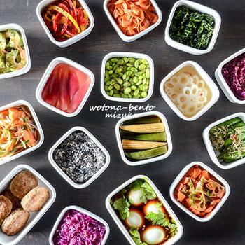 メインの献立が決まったら、副菜も考えます。ここは野菜を中心に考えましょう。  作り置きの常備菜があれば素敵ですが、頑張りすぎると大変なので、サラダなどを副菜にしても良いですね。