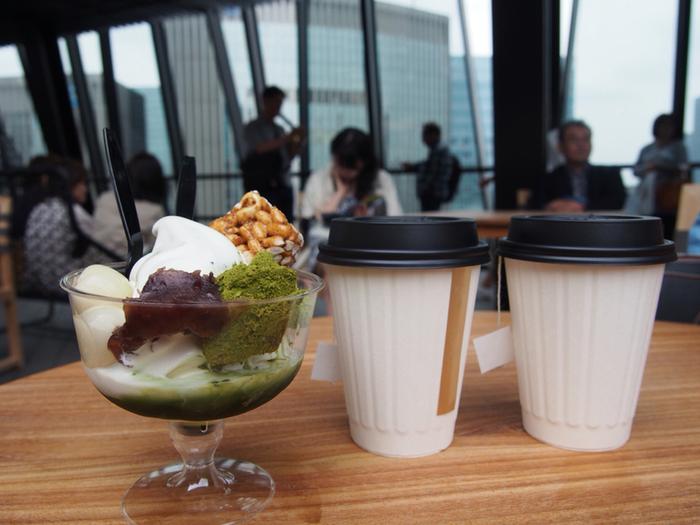コーヒーはブレンド・アイスコーヒー・カフェオレの展開。和カフェの装いにぴったりのほうじ茶・抹茶を使ったスイーツやドリンクもあります。イートインも充実していて、コーヒー以外には和の素材ディップの選べるフライドポテトが人気です。