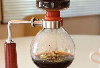③ 火を止めて、コーヒーが下に落ちてくるまで、30秒程度待ったら完成です。