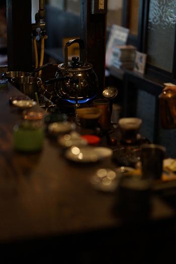大事に手入れされているのがひと目で分かる道具を使って、店主が丁寧に淹れてくれるコーヒーは心まであたたかくなります。深煎り・中深煎りから選べるブレンドコーヒーの他、産地別の「今週のコーヒー」もおすすめ。