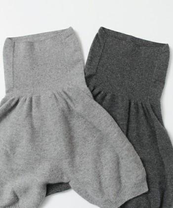 可愛らしいカシミヤシルクパンツ。縫い合わせず、立体的に編み上げているから、着ていることをついつい忘れてしまうようなナチュラルで快適な着心地です。