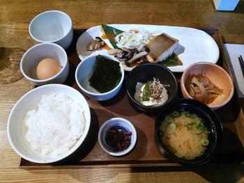 カフェでごはんもののモーニングが食べられるなんて嬉しい。 こだわりの薩摩赤玉の玉子のたまごかけご飯。