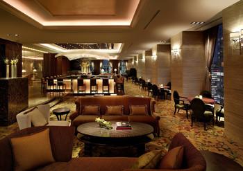 アジアンテイストでエレガントな28階の「ザ・ロビーラウンジ」で本格的なアフタヌーンティーを堪能できます。アフタヌーンティーをより楽しむためのメンバーズクラブもあり、様々なイベントも用意されています(入会費・年会費無料)。
