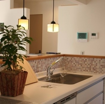 必要な場所に必要な分だけ間接照明を設置すれば、落ち着きのある空間を作ることができますよ。