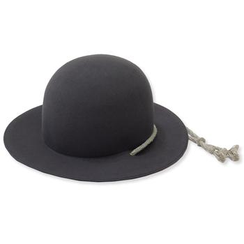 お気に入りの大切な帽子もブラシをかけることで美しいまま保存できます。