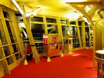 豊臣秀吉の金の茶室をイメージし2012年に改装された「黄金の展望台」で、コテコテの大阪を体感してください。