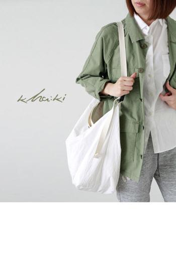 洗いのかかったコットンがこなれた雰囲気のバッグ。  たくさん荷物が入り、ショルダーベルトも自由にサイズが変えられて便利なバッグです。