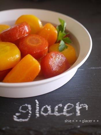 金時人参は鮮やかな赤色が美しいですね。 お正月のお雑煮などによく用いられ、よく流通しているオレンジ色の五寸にんじんとはまた違ったおいしさです。  金時人参の赤い色は「リコピン」の色素です。 リコピンは「活性酸素を減らす働き」がβ-カロテンやビタミンEの何倍もの効果があるそうです。