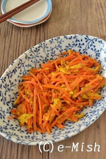人参、卵1個ずつ。この2つの材料で作る、シンプルなにんじんしりしりレシピです。このレシピをマスターすれば、2倍の量で美味しく作れたりと、応用やアレンジがききやすいですね。