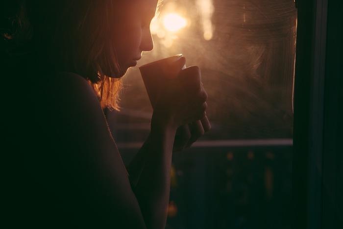 寒い日も、勇気を出して一杯のコーヒーのために早起きを! 一段と寒い朝も、一杯のコーヒーのことを考えながらだったら、起きれるかも!?