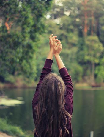 無理をしないで、少しずつ体を動かしながら体も目を覚ましていく感じ。 体もどんどん柔らかくなって、肉体的にも精神的にも良い運動になりますよ。