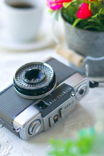 カメラ上手への第一歩は、良い写真をたくさん見ること。そこで頼りになるのが人気のinstagramです。今回は3名のインスタグラマーさんの、うっとりするような「美しい食卓」をご紹介します。