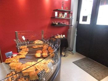 住宅街の中にある本格派のパン屋さん。