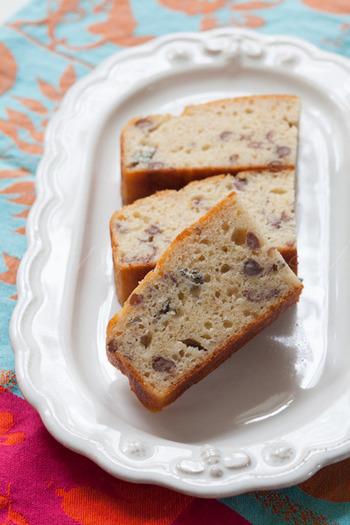 砂糖の代わりに粒あんで甘みを出した生地に、パルミジャーノとゴルゴンゾーラを加えたパウンドケーキ。甘みと塩気がベストマッチした大人のスイーツです。