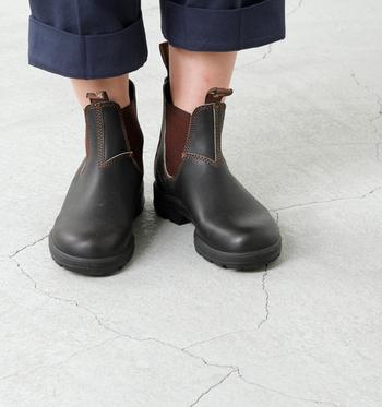 サイドゴアの定番デザインのショートレインブーツです。サイドゴアが履きやすく、ぴったりと沿うので雨の日でも安心快適に歩けます。