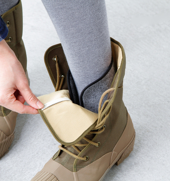ブーツの中にはインナーソックスが装備され、暖かさをサポートしてくれます。取り外しができ、いつでもお洗濯可能なのも嬉しいポイント。