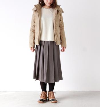 ショート丈でスタンダードなカラー配色なので、ナチュラルなお洋服にも合わせやすいデザインです。