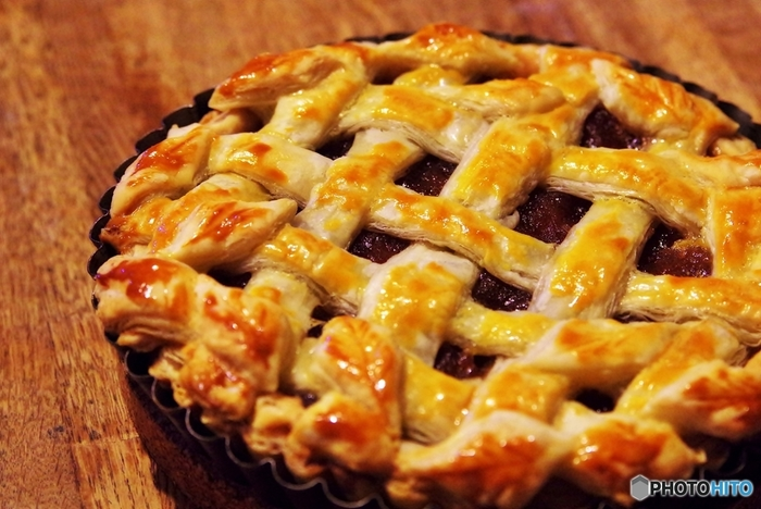 りんごは品種によって、旬が違い、長い間いろいろな品種を楽しめる果物です。つがるや秋映といった品種は、旬が早く、9月ごろから食べごろになります。王林やスターキング、ジョナゴールドなどは10月中旬ごろ、そして、ふじは11月から食べごろを迎えます。旬をむかえた果物は栄養価も高く、お値段もお手頃になりますから、どんどん毎日の食卓に取り入れていきたいものですね。