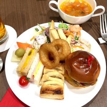 とてもかわいくて、とても美味しいと大好評のミニバーガー。  日替わりで出るスパゲッティやキッシュ、サンドイッチ、スープ。何がでるか、とても気になります。