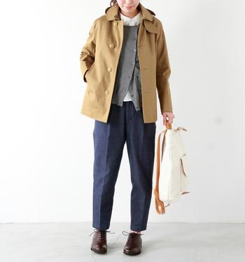 ボンディングフード付きジャケットは春秋とロングシーズンで着られて便利。きちんとしたファッションにもカジュアルにも合わせやすいのが人気です。