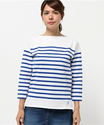 バスクシャツとは、スペインのバスク地方の船乗りが着ていたボーダーシャツが由来で、有名人ではピカソやゴルチェが愛用していました。