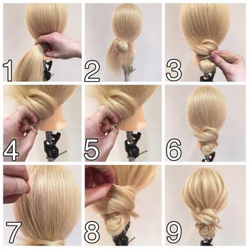 ゆるいお団子ヘア、メッシーバンの手順です。ざっくりゴムでまとめて、余った毛先は巻きつけ、結び目を隠すのがポイント!バランス良くほぐしたら完成です。