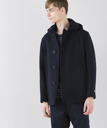 メンズも楽しめるユニセックスなPコート。シンプルでスタンダードなアウターなので、飽きることなく長く着られます。ビジネスシーンでも大活躍♪