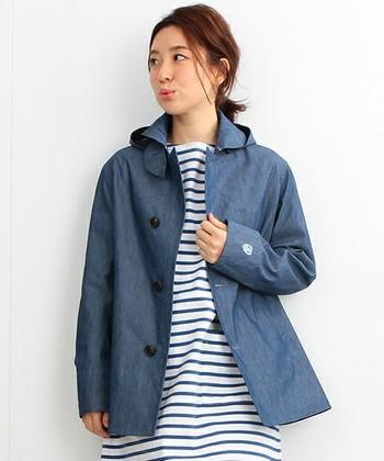 春らしいシャンブレーショールカラーコートもシンプルな作りで長く使えそう。冬にはちょっと先取りで春のコートを買っておくのもいいですね。