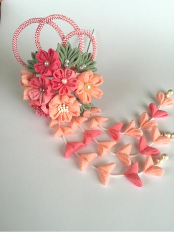 こちらは、つまみ細工の桜かんざし。様々なデザインがあるので、お気に入りを探すのもとっても楽しいですよ♪