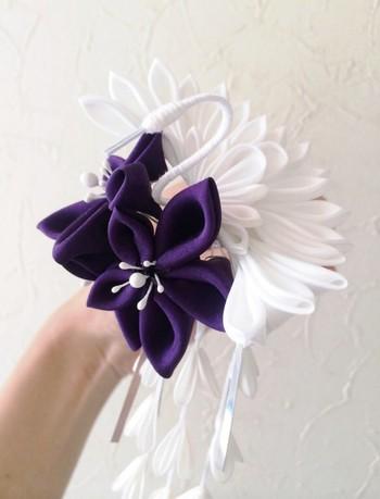 大振りのかんざしは、一つ持っていると役立ちます。紫など落ち着いたカラーなら、大きめでも取り入れやすいですね。