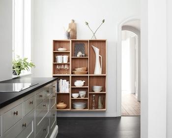 食器棚にはお気に入りの物、自分の暮らしに合った必要な物だけ。 飾るように、ゆとりを持って並べてあるとインテリアにはもちろん、使う時も見やすくて便利です。