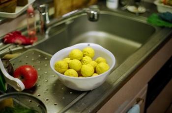 いかがでしたか? 香りが良く、鮮やかな色合いで食卓を彩ってくれる柚子。 様々な使い方が出来るので試してみてくださいね。