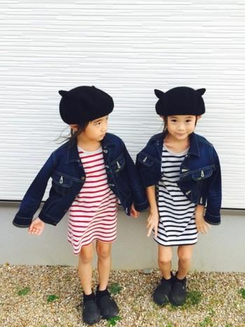 姉妹で色違いのボーダーワンピ×Gジャンスタイル。耳のついた帽子もキュートです!