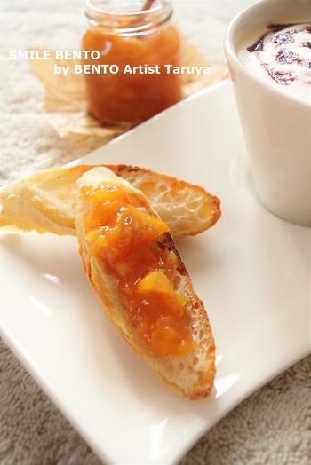 まったり甘い柿に、爽やかな香りのすだちをプラスしたジャム♪ すだち以外の柑橘で作っても美味しそうですね。