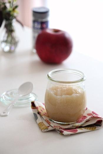 秋冬が旬の果物りんごと生姜を使ったジャム。 紅茶に入れても美味しそう。体がポカポカ温まりそうですね。